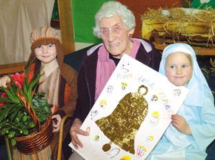 Stourbridge News: Left to right - Charlie Price and Coco Moretti ('Mary' and 'Joseph' both aged four) with Lilian Griffiths