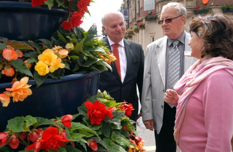 L-r - Stourbridge in Bloom co-ordinator David Harcourt with judges Mike Garwood and Nicola Clarke from the Heart of England in Bloom campaign. Buy photo: 301207M