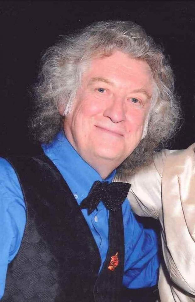 Weer all quizzing now: Host Noddy Holder.