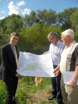 L-r South Staffordshire MP Gavin Williamson with John Cutler, chairman of Friends of Kinver Open Spaces and David Tibbetts, project manager of Friends of Kinver Open Spaces Group