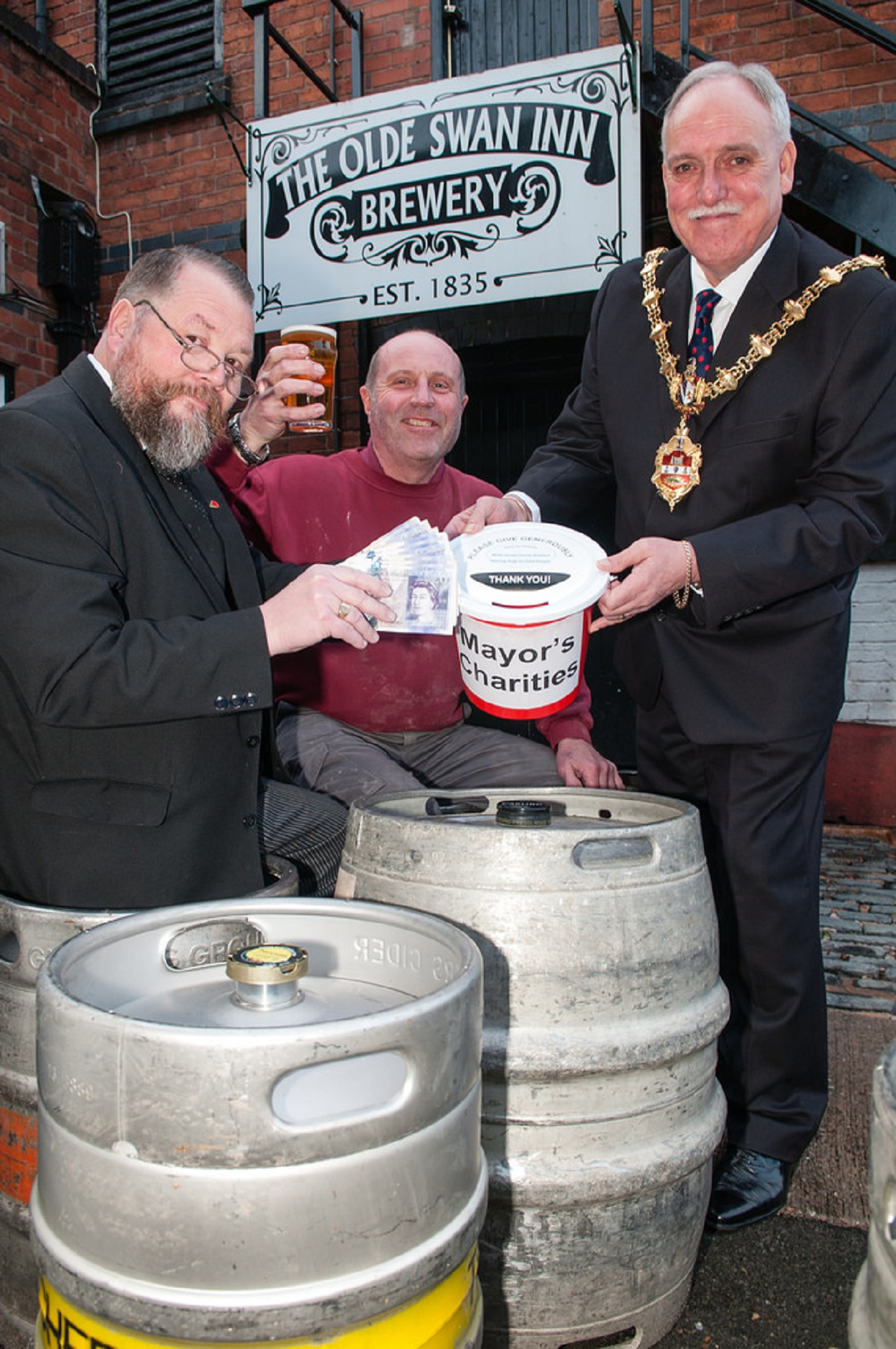 Ma Pardoe's landlord Tim Newey, brewer Paul Cooksey and Mayor, Cllr Alan Finch raise a clash to their charity success