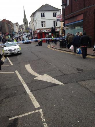 Dudley centre closed - witnesses report attempted cash van raid. Photograph by Nick Etheridge.