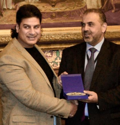 King Shazad receiving his 'iconic stonelifter' award from Lord Ahmed