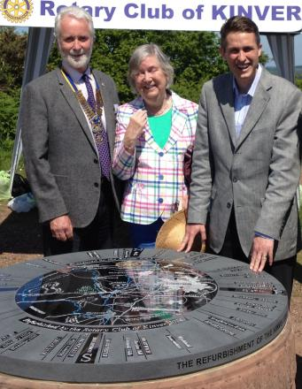 L-r - Kinver Rotary Club president Nick Geoghegan and Susan Wright from the National Trust, with Gavin Williamson MP - unveiling the Toposcope.