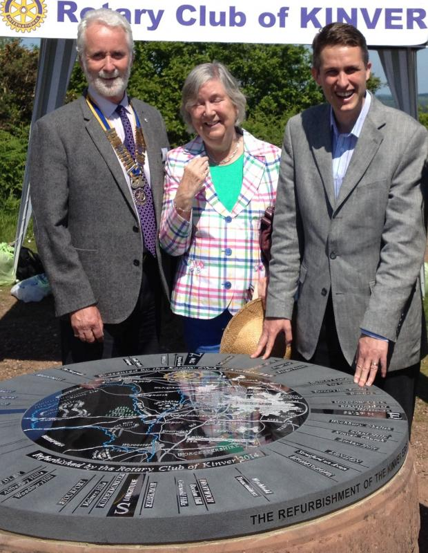 Stourbridge News: L-r - Kinver Rotary Club president Nick Geoghegan and Susan Wright from the National Trust, with Gavin Williamson MP - unveiling the Toposcope.