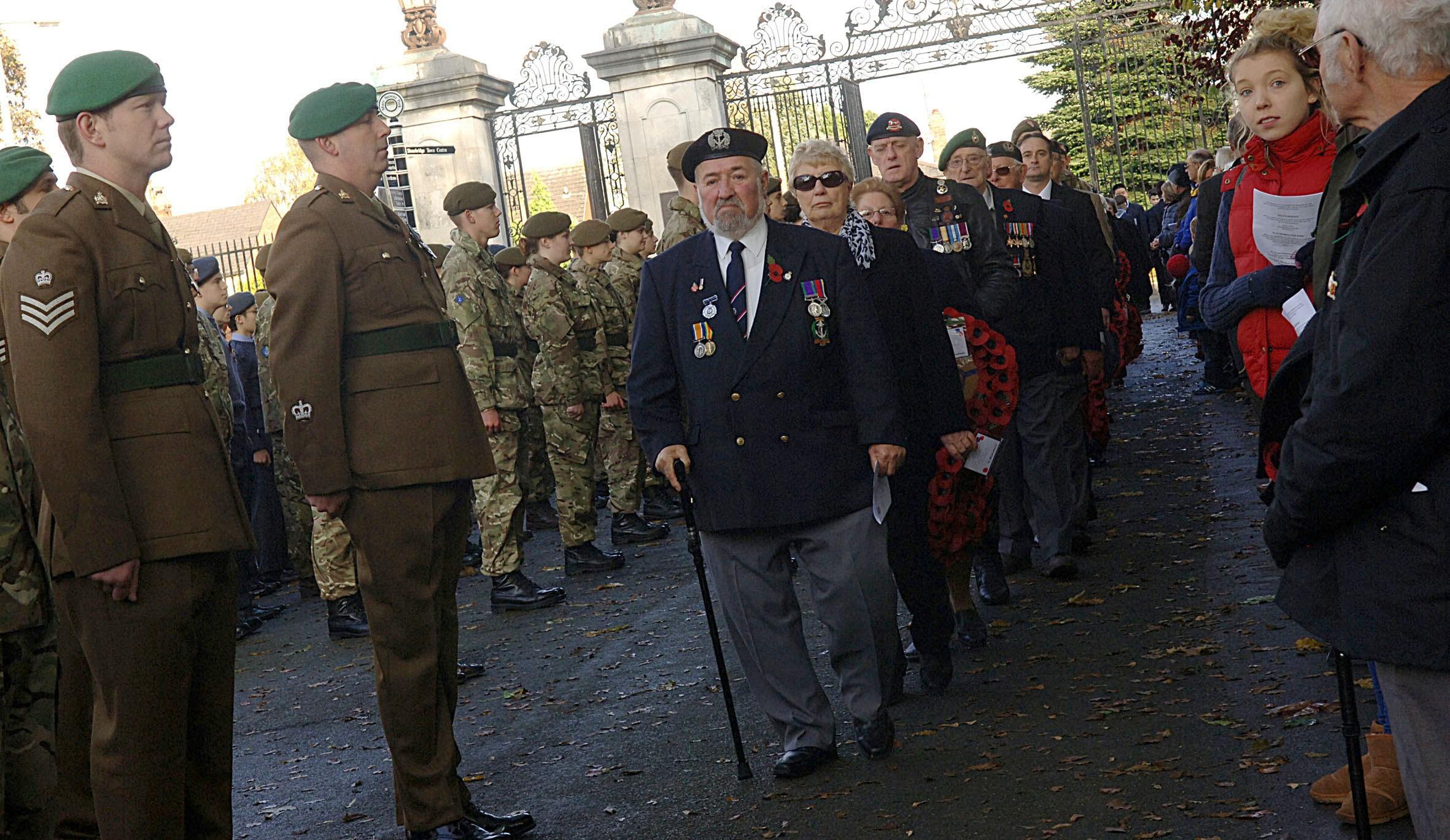 Солдаты показали пенисы