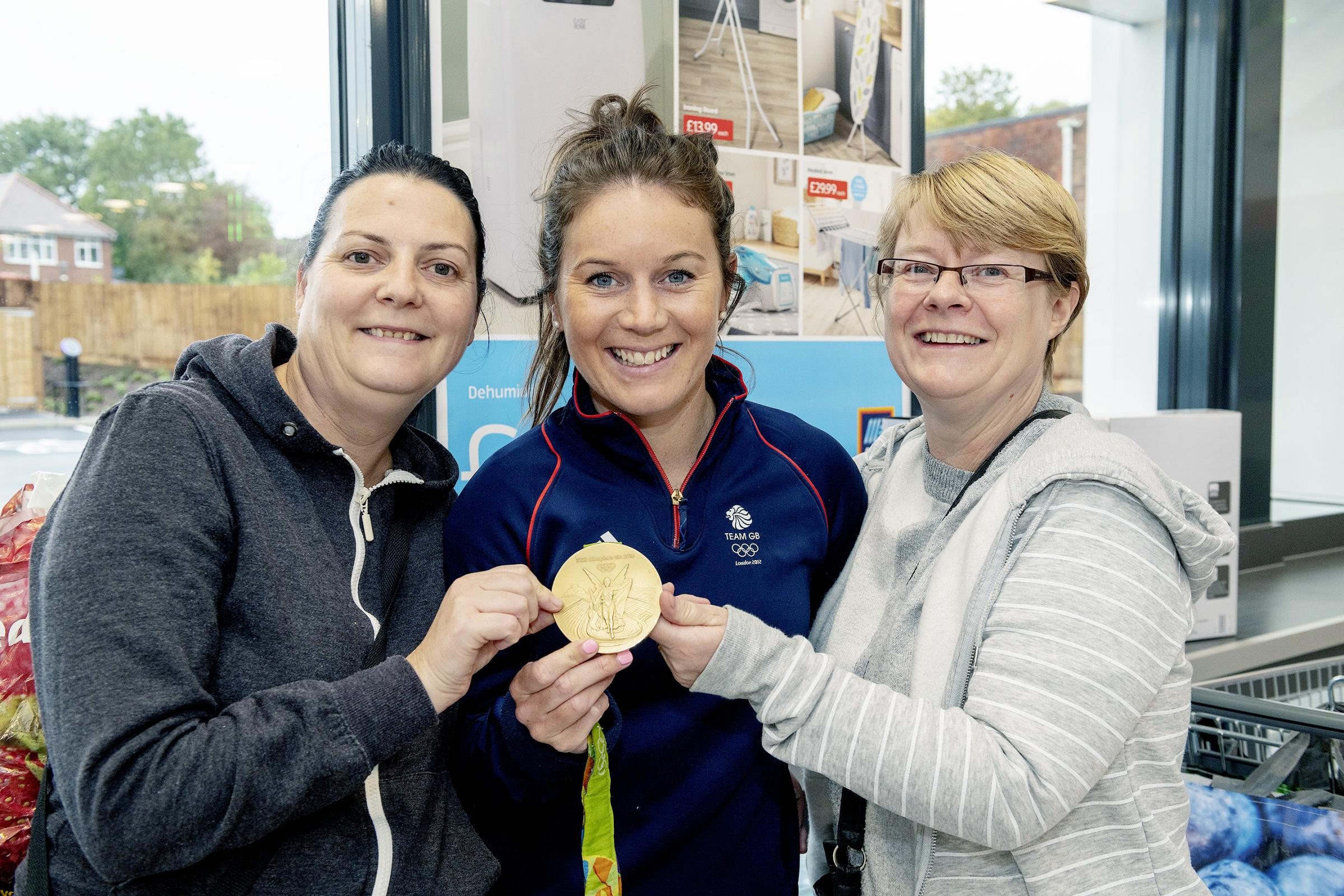 PHOTOGRAPH BY RICHARD GRANGE / UNP (United National Photographers).20 SEPTEMBER 2018. ALDI, THORNS ROAD, LYE. DY9 8ELThe new Aldi store opens with Manager Marius Smyman and help from Team GB Hockey player Laura Unsworth who poses with shoppers Zoe Hol