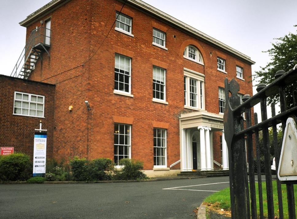 The former Broadfield House Glass Museum