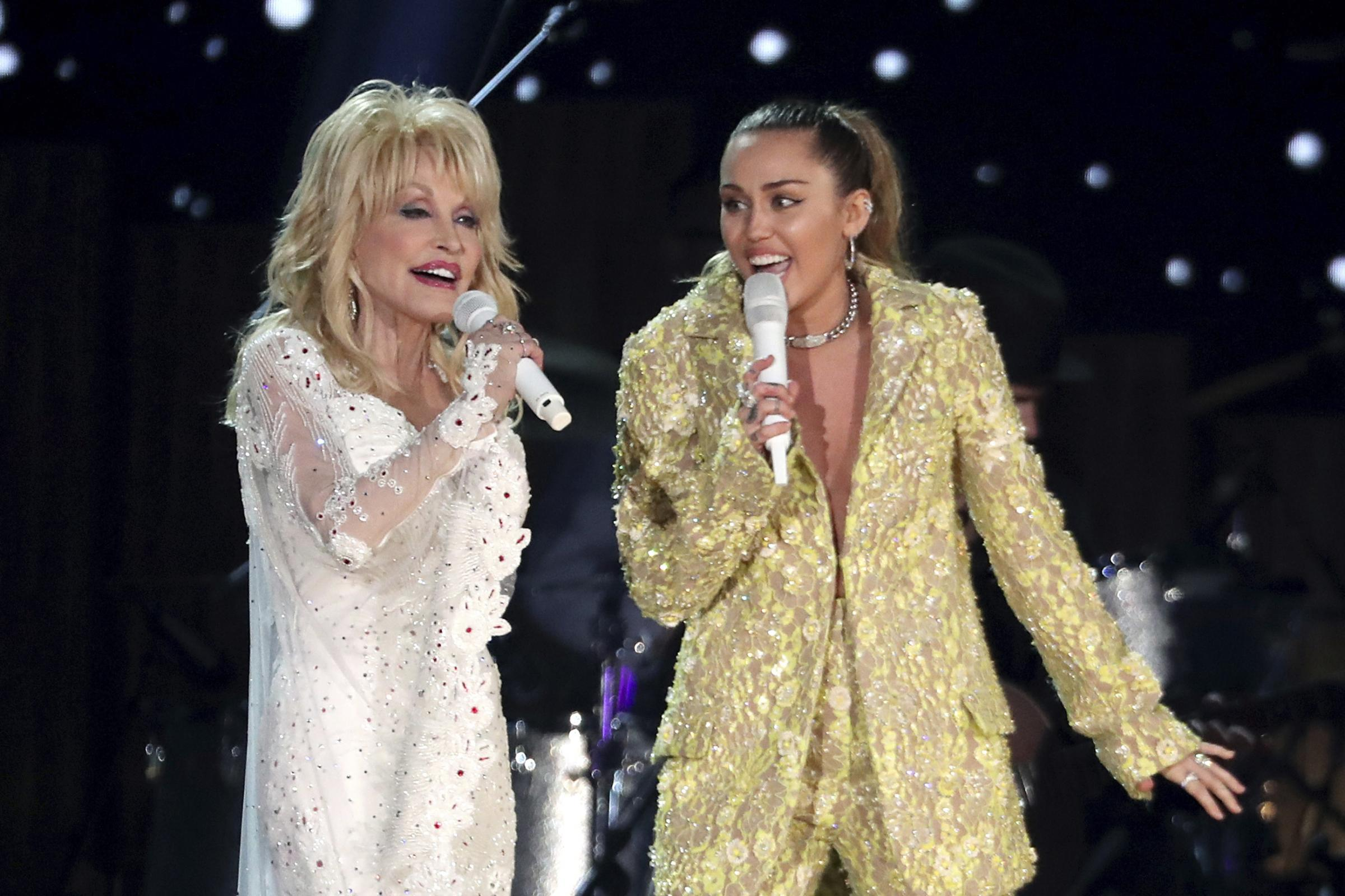 Dolly Parton and Miley Cyrus perform Jolene
